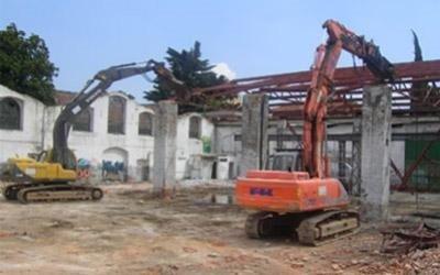 demolizioni case con pinze