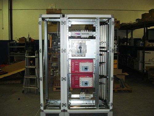 magazzino di un impianto con quadro elettrico industriale