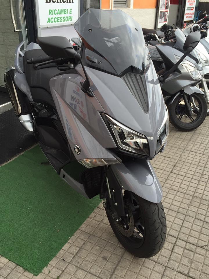 scooter grigio