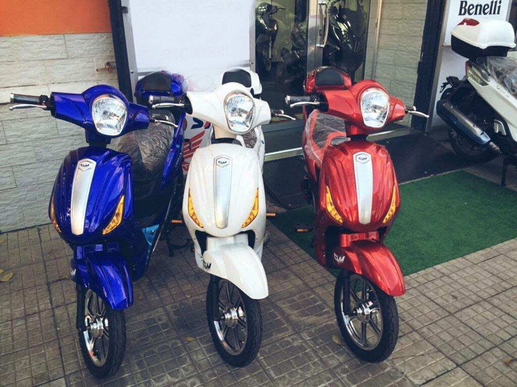 scooter parcheggiati