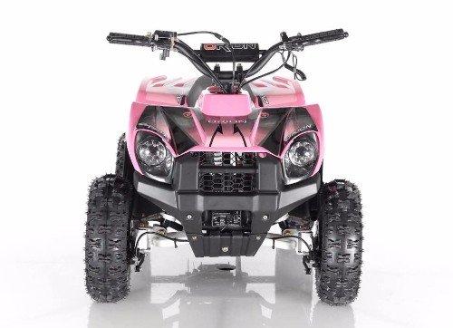 un quad rosa e nero visto da davanti