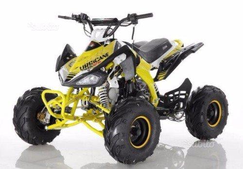 un quad giallo e nero