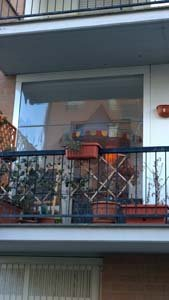 porta vetrata su balcone condominiale