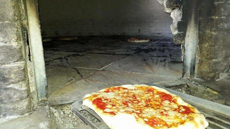 pizza cottura al forno a legna