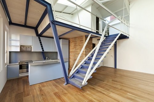 Duplex con scala in legno