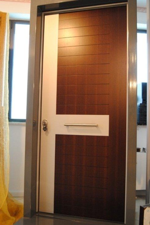 porta bianca e marrone