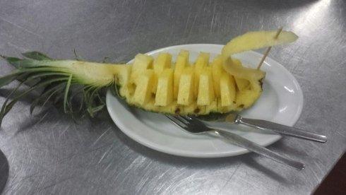 Ananas fresco a fette