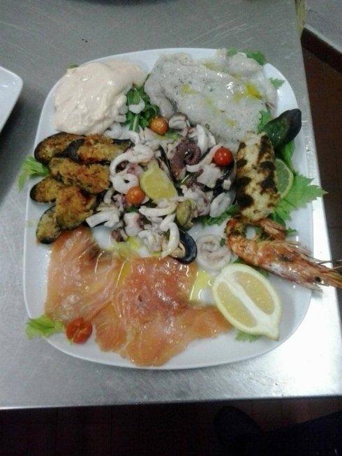 Piatti mix di pesce