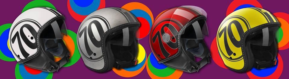dei caschi da moto di diversi colori con il numero 70