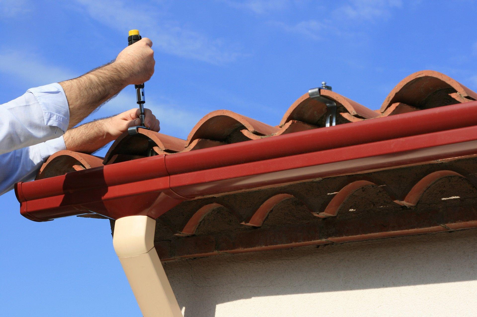 Man installing pvc rain gutter system