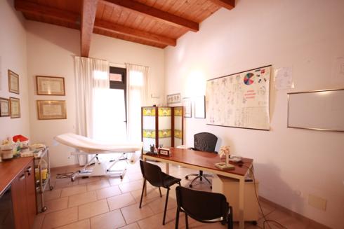 Nel centro si effettuano trattamenti di agopuntura, kembiki-du, massoterapia e tecarterapia.