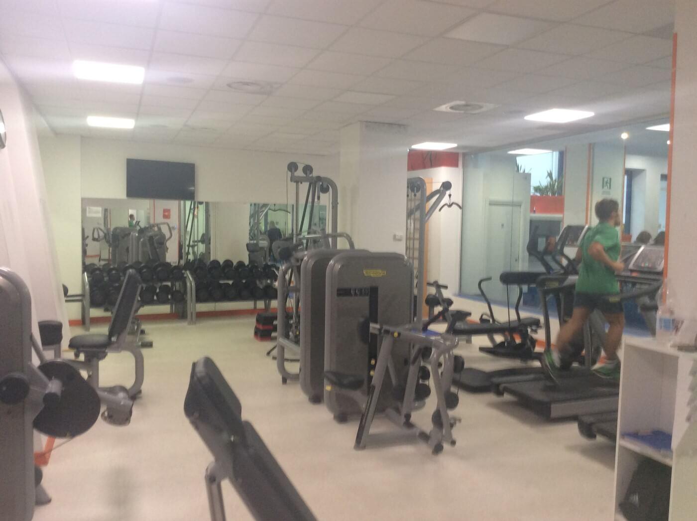 Macchine e attrezzature per il fitness nella palestra a Roma