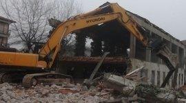 demolizioni industriali e civili - scavi - costruzione di fognature - movimento terra - riciclaggio rifiuti - trasporto rifiuti industriali - recupero rifiuti - autotrasporto inerti