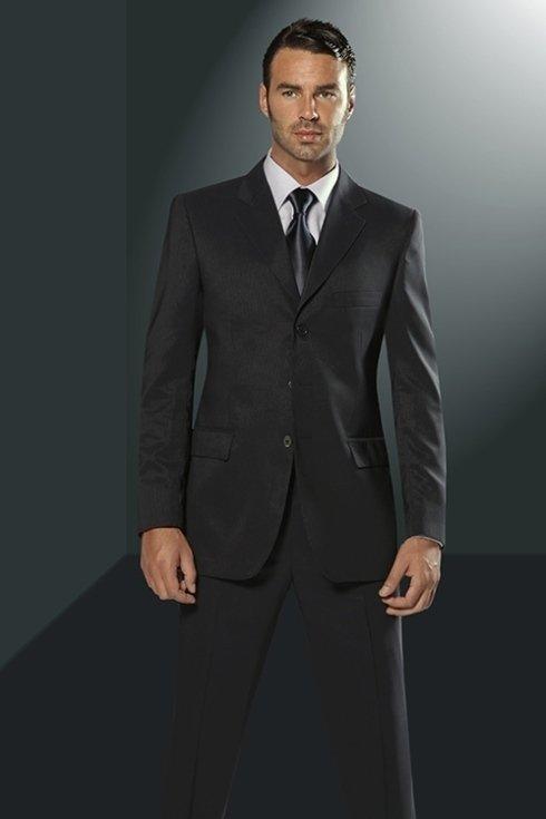 uomo in abbigliamento formale