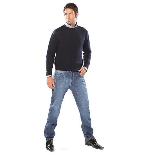 uomo in jeans