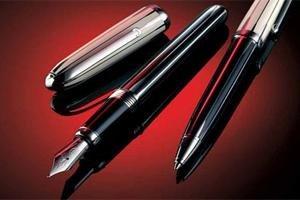 Scelta di penne e accendini