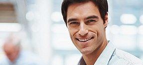 uomo sorridente