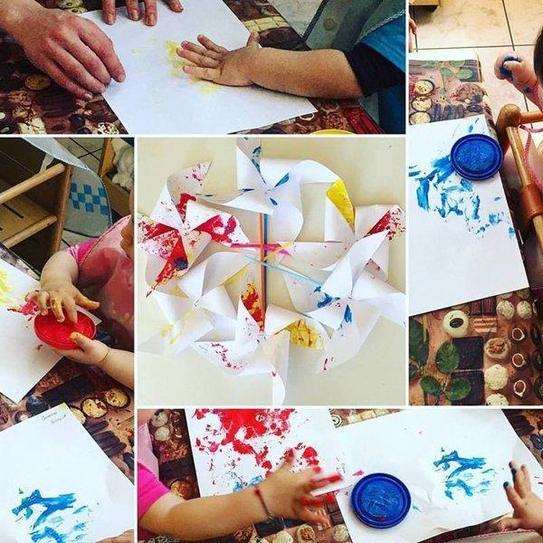 impronta mano di un bambino sporca di vernice sulla carta