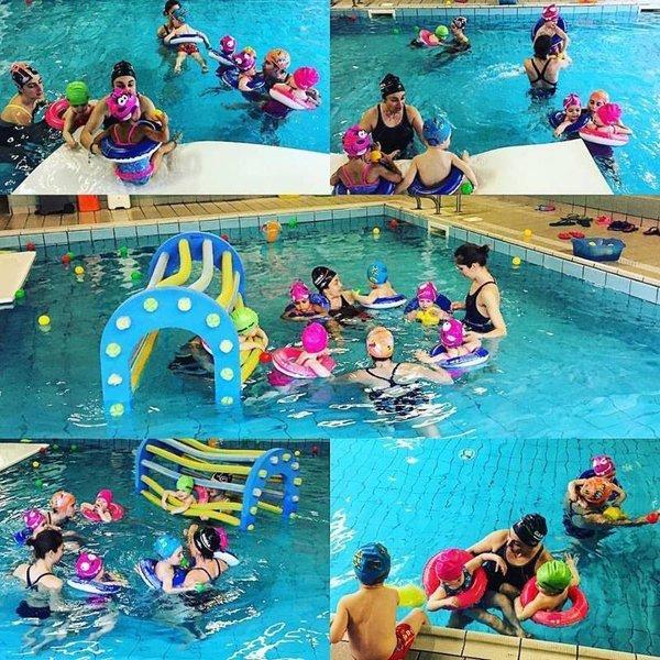 giornata in piscina con i bambini  di un asilo