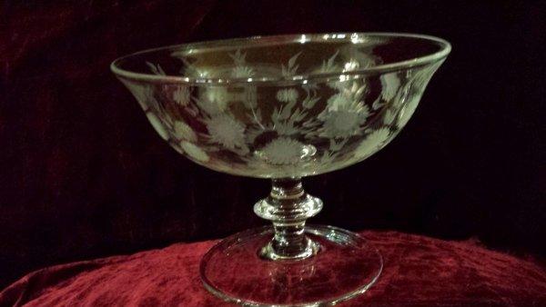 alzata in cristallo soffiata in un antico stampo e molta a diamante