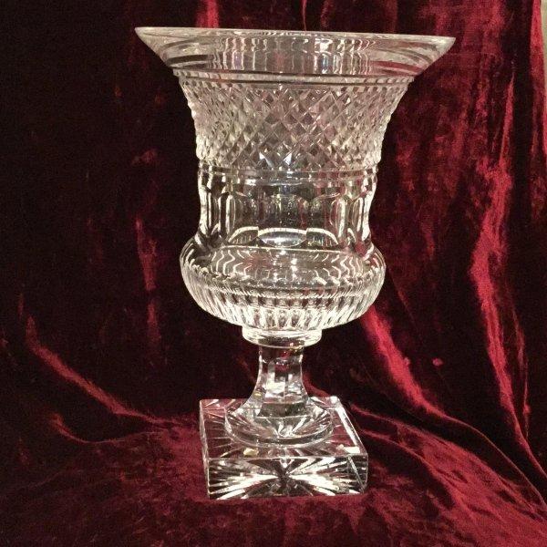 Vaso in cristallo a base quadra con quattro molature differenti