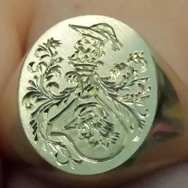 anello argento incisioni stemmi