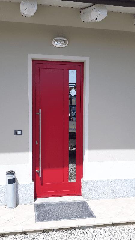 Portoncino da esterno con finiture in alluminio
