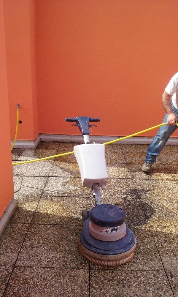 pulizia pavimenti esterni