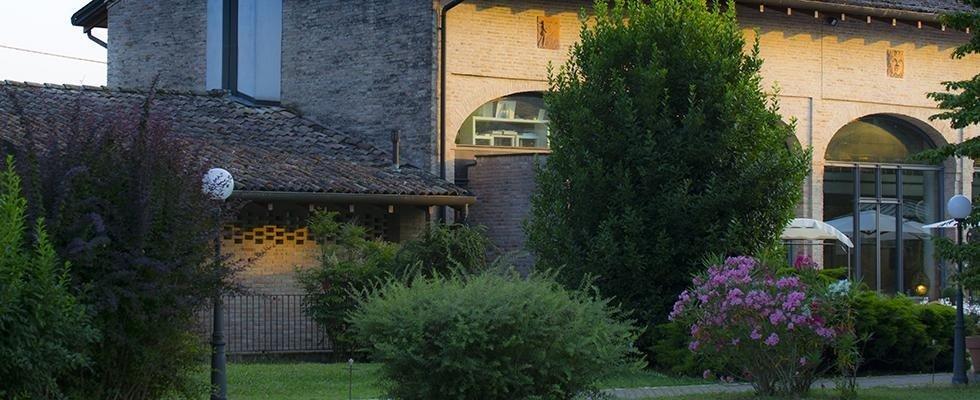 ampio giardino esterno per cene e ricevimenti