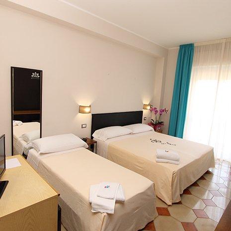 Camera tripla dell'hotel 3 stelle Helios a Marina di Caulonia