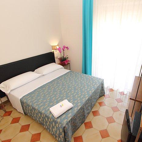Camera matrimoniale accogliente dell'hotel 3 stelle Helios a Marina di Caulonia