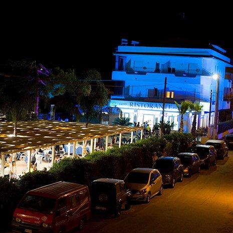 Esterni dell'hotel Helios a Marina di Caulonia
