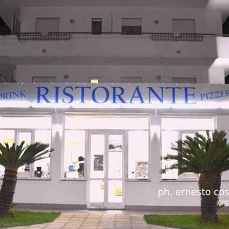 Entrata del ristorante dell'hotel Helios a Marina di Caulonia