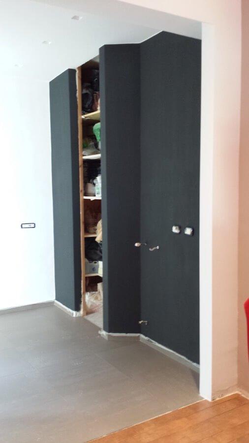 Cabina armadio in un appartamento