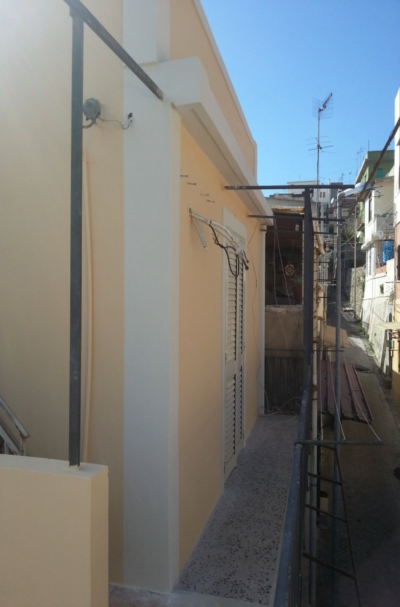 parete di una casa appena riverniciata