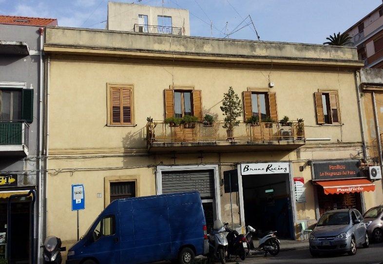 Facciata palazzo prima del restauro