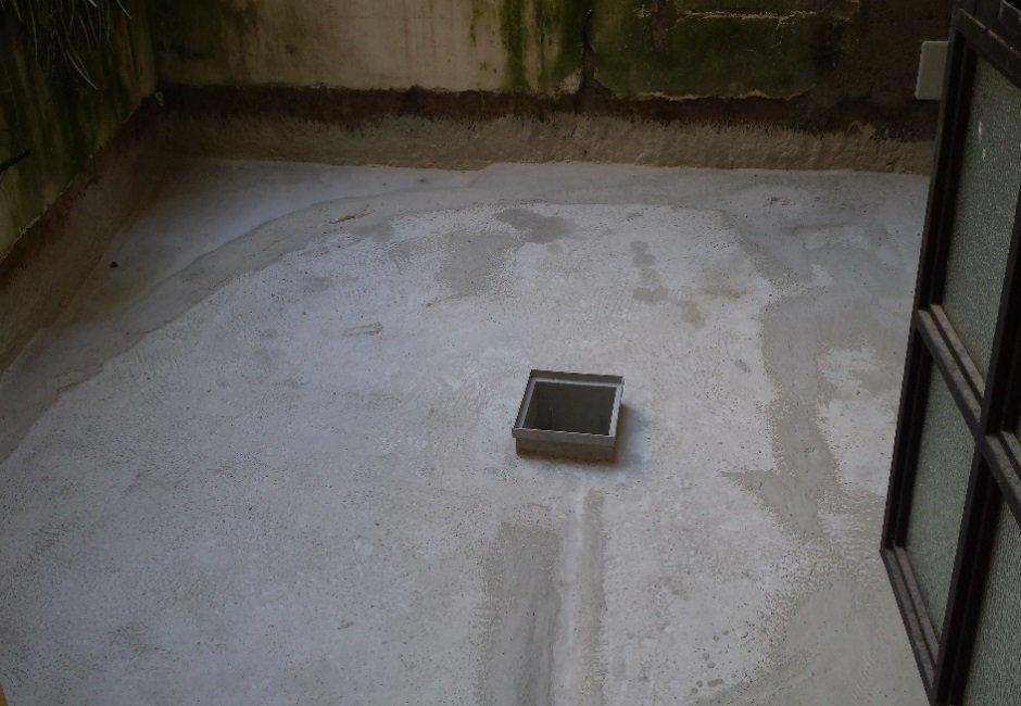 cemento appena gettato per pavimentazione