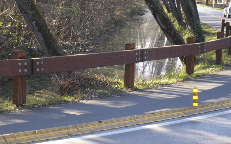 barriera legno strada