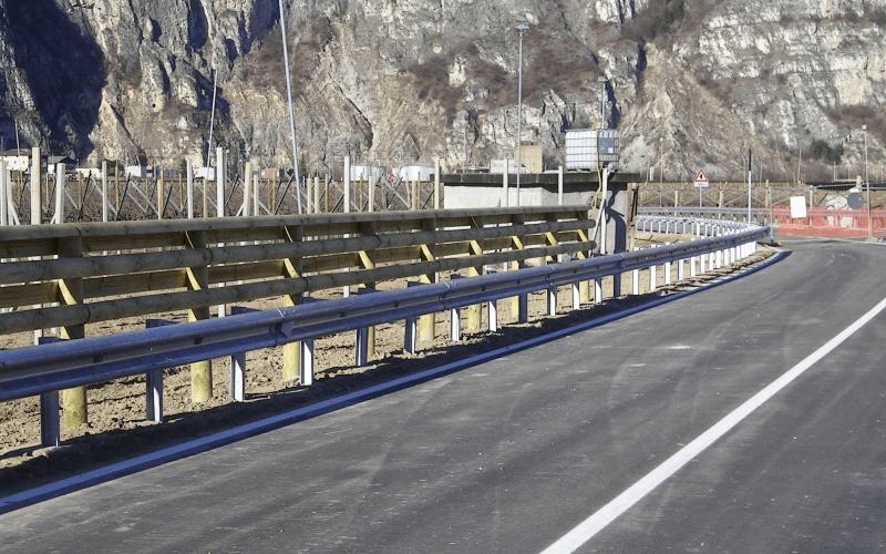 costruzione barriera stradale