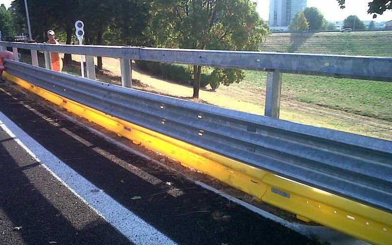 installazione barriera stradale