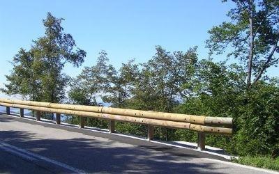 barriera legno bordo ponte