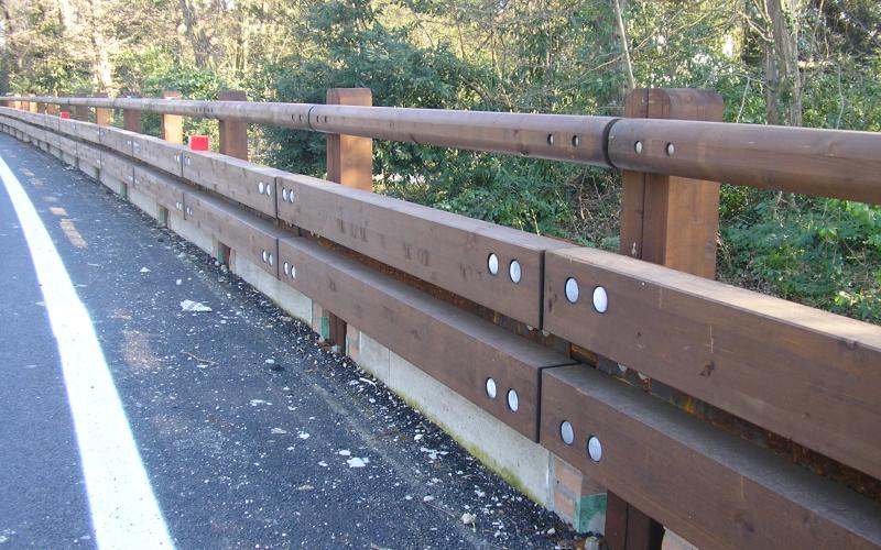 barriera stradale legno
