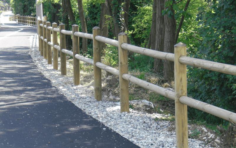parapetto stradale legno