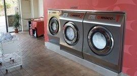 lavaggio tendaggi, lavaggio tute da sci, lavanderie industriali