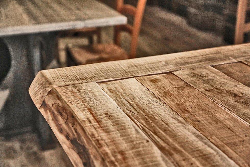 dettaglio ripiano tavolo