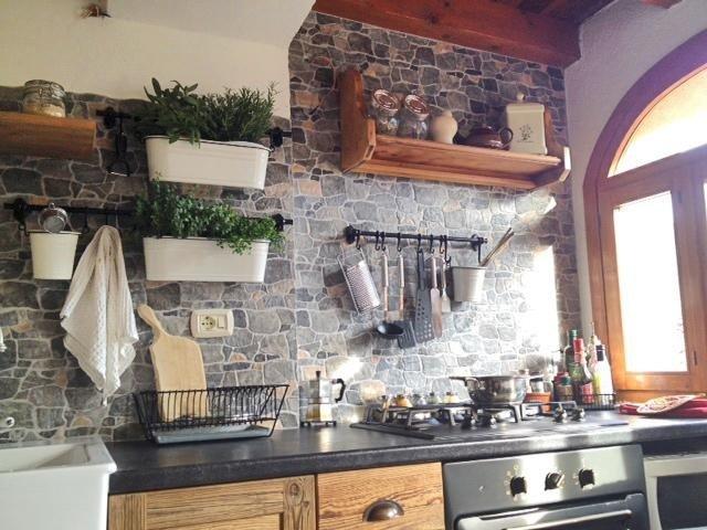 cucina con elementi a parete