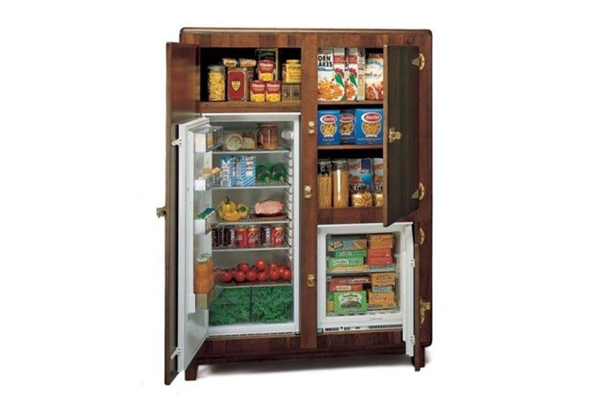 dispensa e frigorifero incassati in struttura in legno