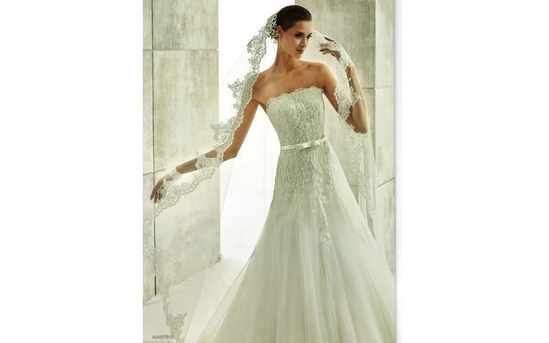 Vestito da sposa senza maniche