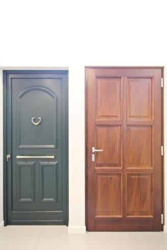 portes intérieures en bois décoré