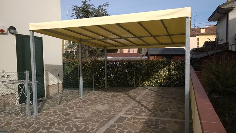 Gazebo in acciaio con telo giallo a Ravenna
